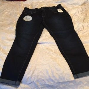 Mid Rise Ankle Jean
